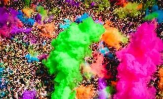 «Holi color music party», una folla di 7 mila giovani colora Santa Ninfa