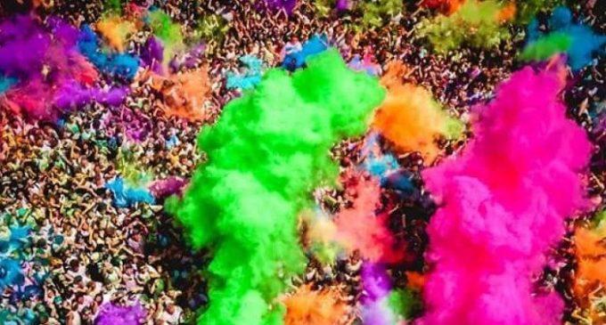 «Holi color music party», una folla di 7 mila giovani colora Santa Ninfa