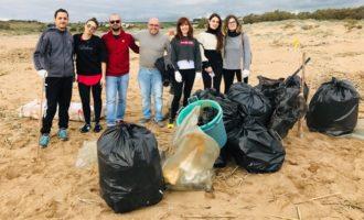 Volontari cittadini ripuliscono Area Protetta 'Foce del Belìce'. Ben 30 sacchi di rifiuti raccolti