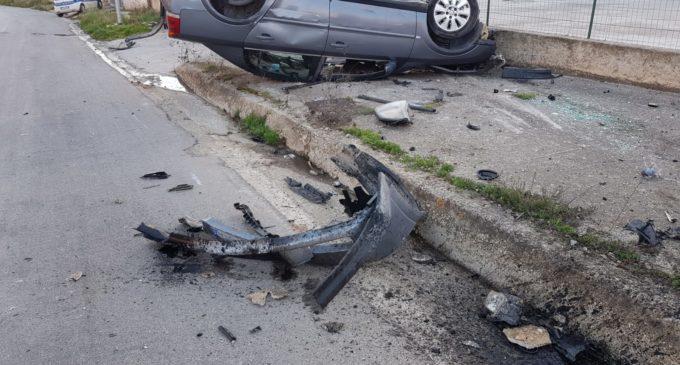 Partanna, auto si schianta e si ribalta. Sul posto la polizia municipale