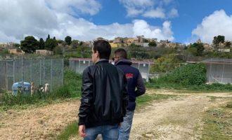 Partanna, visita a sorpresa di Enrico Rizzi al Canile. Il sindaco lo convoca in Comune
