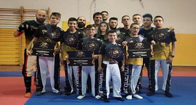 """Kick boxing, """"pioggia"""" di medaglie d'oro per il Team Phoenix. Ben quattordici piazzamenti sui podi"""
